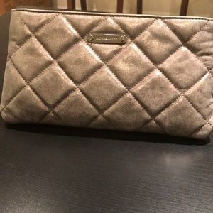 b0018498bc78 Cc Handbags's Closet (@glamourfashions)   Poshmark